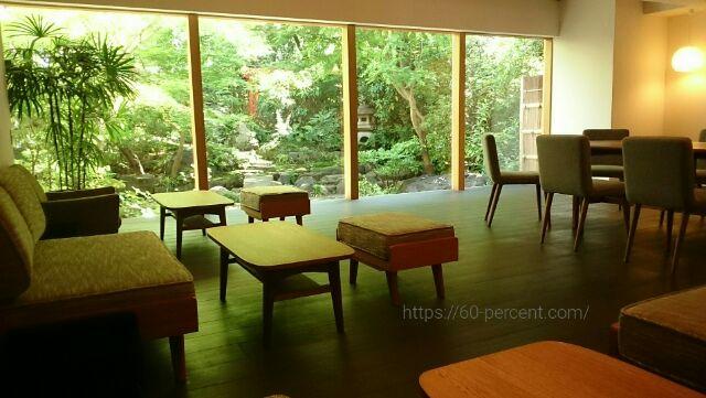 高台寺のカフェkawataro庭園が見える内観の画像